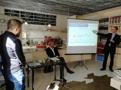 3 ekonomové, 3 názory (10.4.2018 Praha)